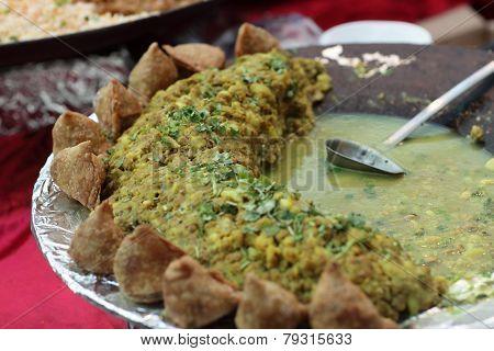 Potato And Pea Curry With Samosa