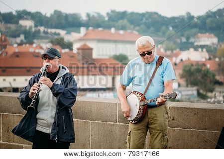 Street Buskers performing jazz songs on the Charles Bridge in Pr