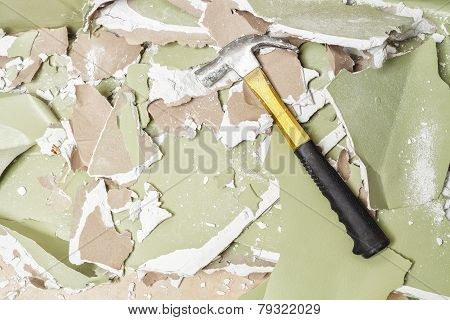 smash green wall  hammer