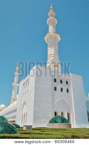 Sheikh Zayed Bin Sultan Al Nahyan Mosque In Abu Dhabi