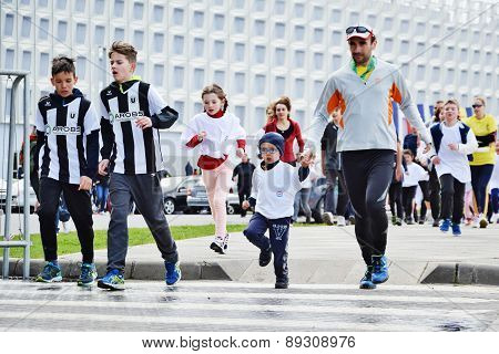 Marathon Runners At Kids' Cross