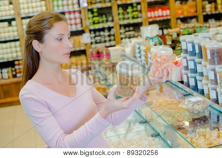 Making a choice in the supermarket