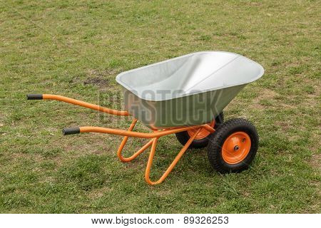 Two-wheeled Wheelbarrow