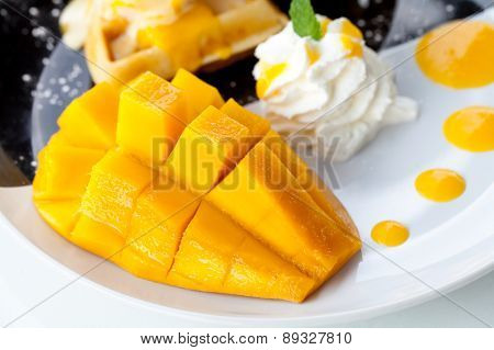 Mango And Waffles With Ice Cream