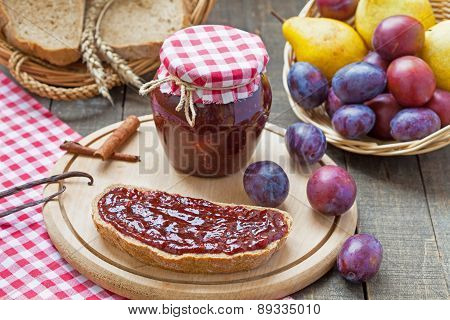 Plum jam with slices of bread