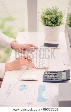 Computing business woman