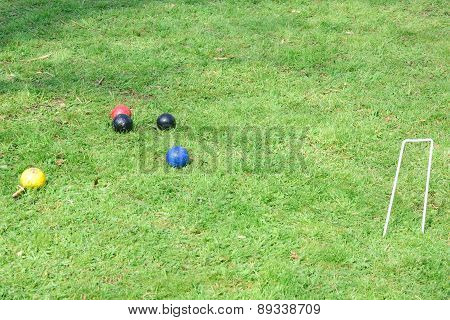 Croquet hoop with colored balls
