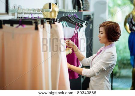 Dressing mannequin
