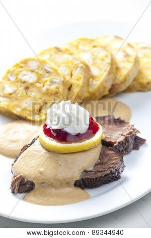 sirloin on cream with dumplings