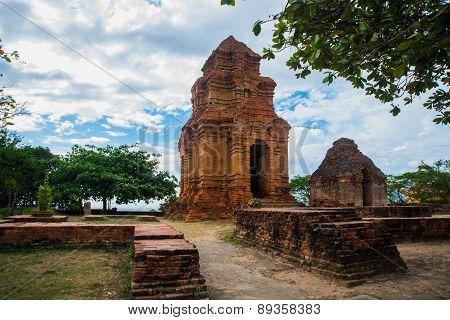 Thap Poshanu Towers