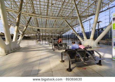 PARIS - SEPTEMBER 10: Charles de Gaulle Airport interior on September 10, 2014 in Paris. Paris Charles de Gaulle Airport, also known as Roissy Airport, is one of the world's principal aviation centres