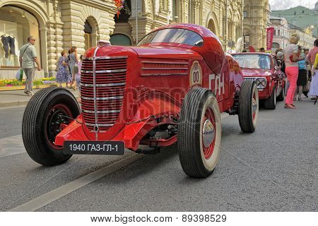 GAZ GL-1 1940 the first Soviet sports car rally Gorkyclassic on the run of vintage cars in Moscow