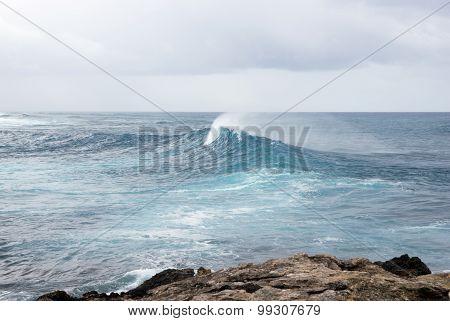 Powerful splash sea wave