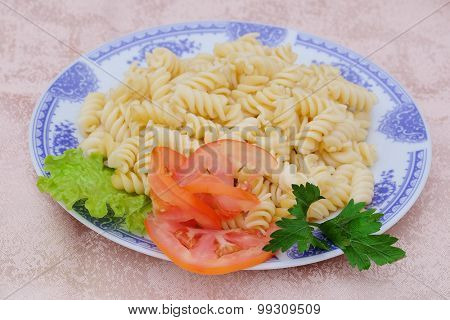 macaroni with tomato on a plate