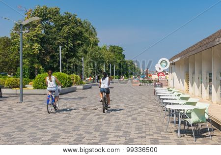 People in the city cycling along Dnepr river embankment