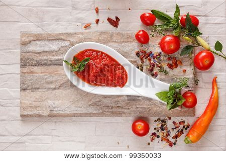 Tomato chutney with ingredients