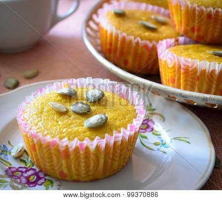 Muffins with apples and pumpkin seeds