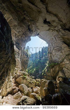 Cetatile Ponorului Cave Entrance