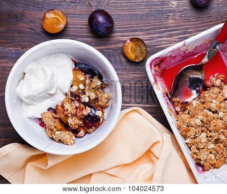 Healthy Oatmeal Crumble With Plums