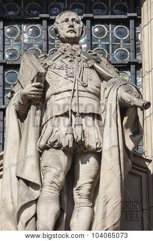 Prince Albert Sculpture On The Victoria & Albert Museum