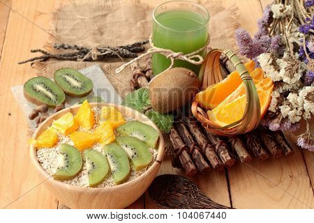 Oat Flakes With Citrus Fruit, Kiwi Fruit And Kiwi Juice.
