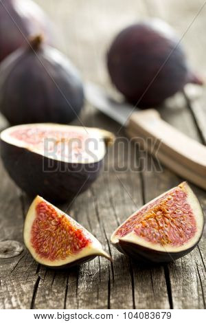 sliced fresh figs on old wooden table