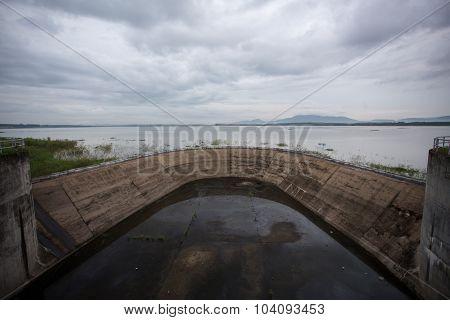 Klong Yai reservoir dike