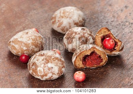 Gingerbread With Cranberry Filling