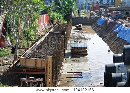 Construction workers fabricate retaining wall reinforcement bar at the construction site.