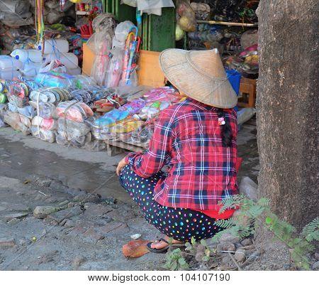 Burmese Women Selling Goods At Bogyoke Market