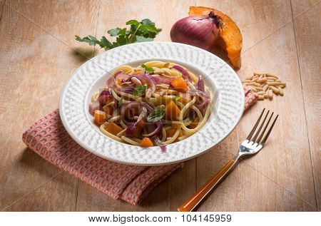 spaghetti with pumpkin onion and parsley