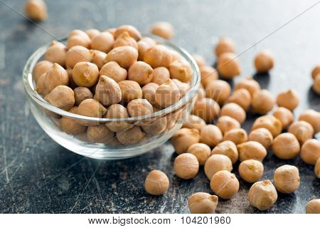 uncooked chickpeas in glass bowl