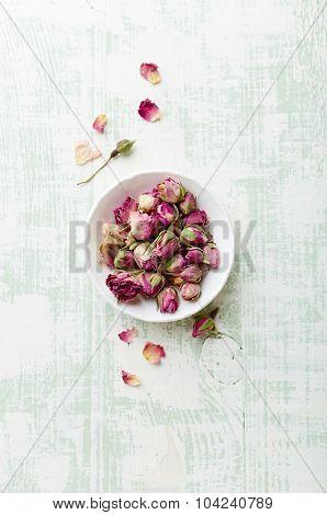 Organic rose buds for tea