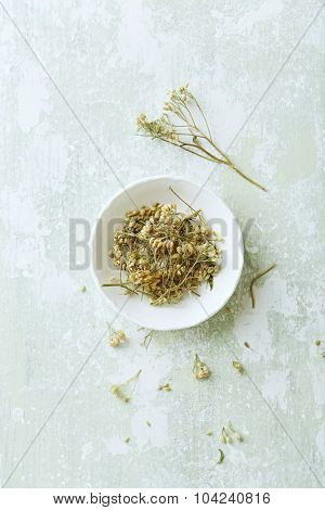 Organic yarrow flowers (Achillea millefolium) for tea