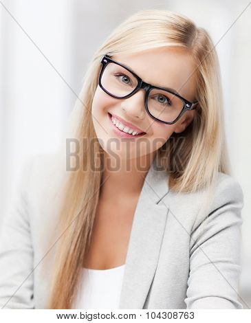 indoor picture of smiling woman with eyeglasses