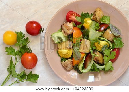 Colorful salad with chicken and vegetables