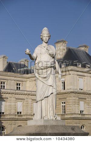 Parisien statue