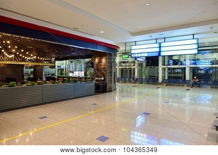DUBAI, UAE - SEPTEMBER 08, 2015: Dubai Airport interior. There are a lot of restaurants, bars, cafes and shops in Dubai International Airport. Almost all of them are open twenty-four hours.