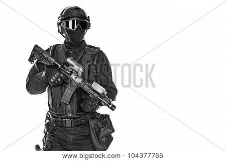 police officer SWAT