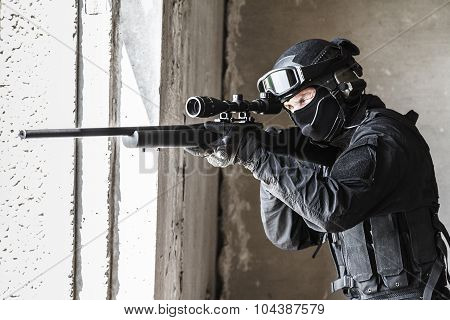 police officer SWAT in action