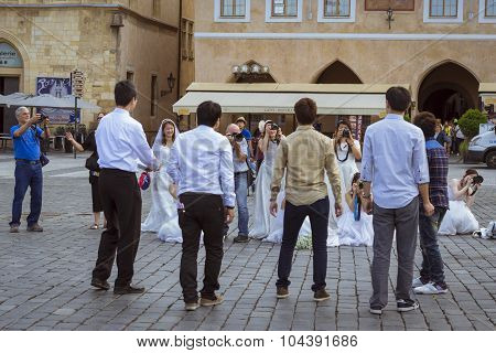 Eastern brides take photos of their grooms