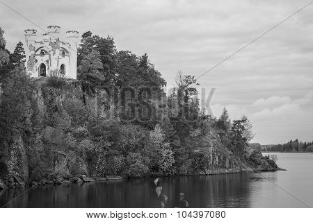Isle of the Dead and the chapel of Ludwigstein in Monrepos