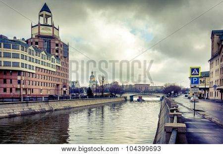 Shlyuzovaya naberezhnaya and Bypass Canal in downtown Moscow, Russia