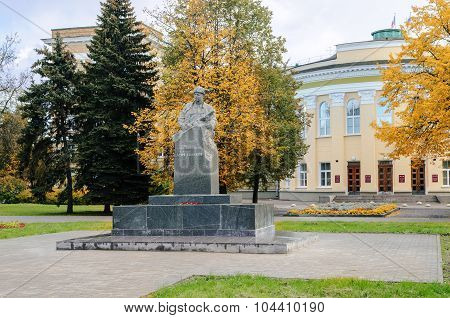 Monument To Partisan Lenja Golikov