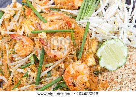 Fried noodle Thai style with prawns.
