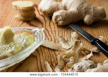 Ginger With Glass Grater
