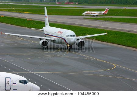 Rossiya Air Company Airbus A320-214  And Rusline Airlines Bombardier Canadair Regional Jet Crj-200 A