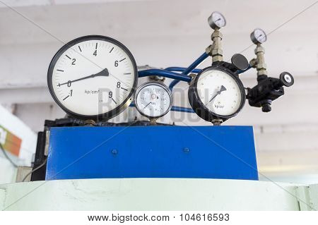 Pressure Indicators In A Lab