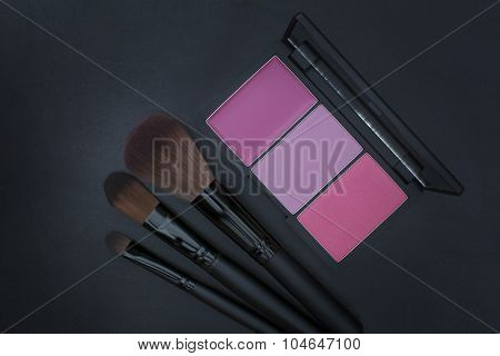 pink tone blusher and makeup brushes