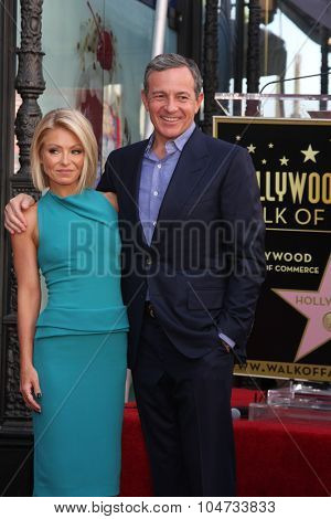 LOS ANGELES - OCT 12:  Kelly Ripa, Bob Iger at the Kelly Ripa Hollywood Walk of Fame Ceremony at the Hollywood Walk of Fame on October 12, 2015 in Los Angeles, CA